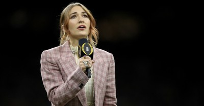 Lauren Daigle Receives Rousing Applause for National Anthem Performance at College Football Playoff National Championship