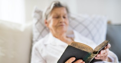 99-Year-Old Has Read Through Bible 60 Times: 'Might as Well Make it 61'