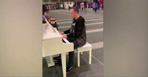 Teen+Plays+%27Bohemian+Rhapsody%27+On+Piano+In+Train+Station