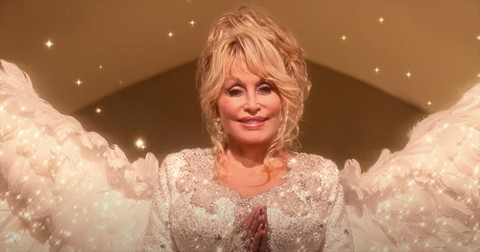 Dolly+Parton%27s+%27Christmas+On+The+Square%27+Movie+Trailer