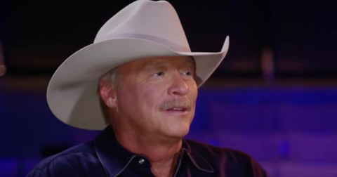 Country+Star+Alan+Jackson+Reveals+Health+Condition+He+Kept+Secret+For+10+Years