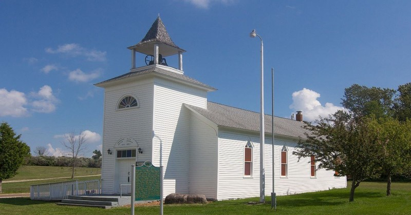 What Are Non-Denominational Churches? Meaning & Examples