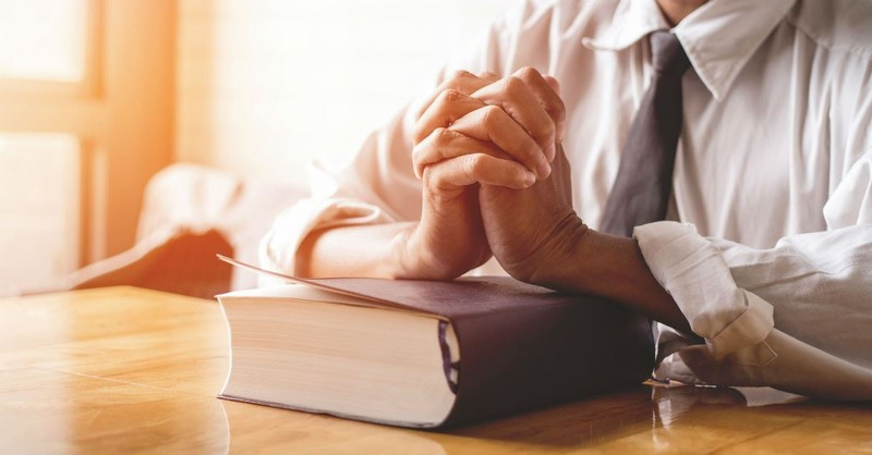 What Are the Ministry Duties (and Qualifications) of Church Deacons?