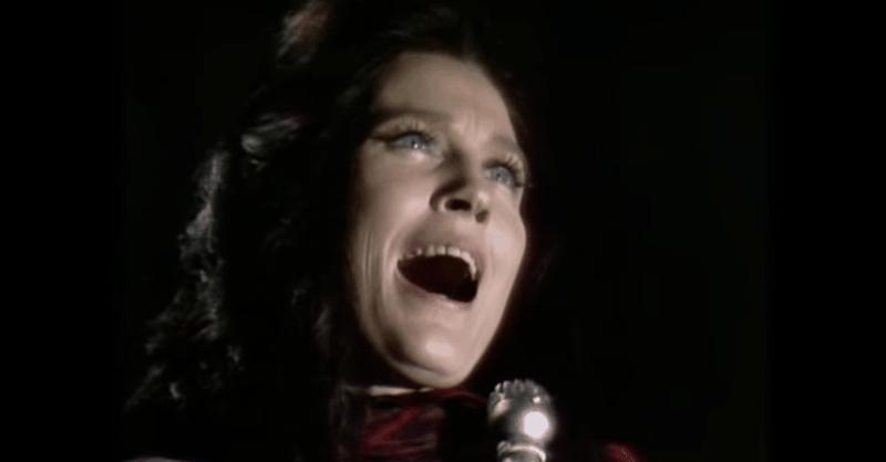 Loretta Lynn Brings Chills With 'How Great Thou Art'