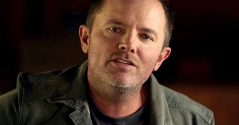 'Good Good Father' - Chris Tomlin Performs With Songwriter Pat Barrett