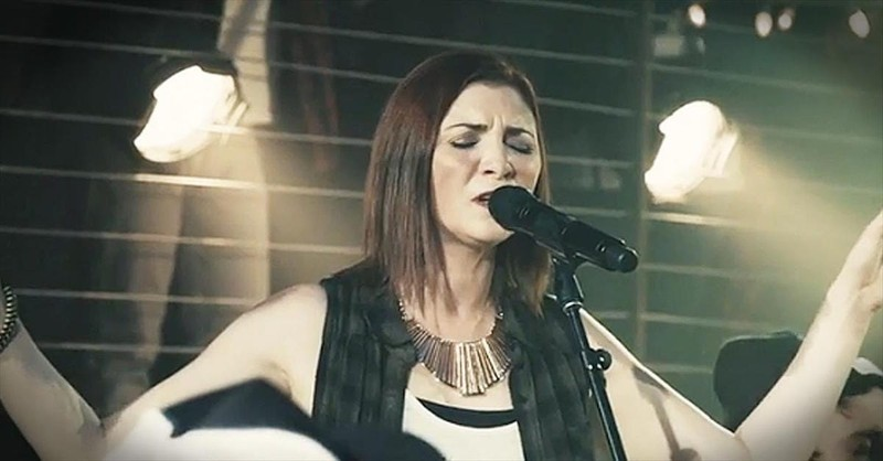 'Alive In You' - Amazing Live Acoustic Performance From Jesus Culture