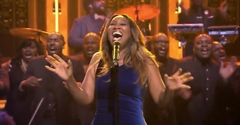 "Yolanda Adams Sings ""Victory"" on The Tonight Show with Jimmy Fallon"
