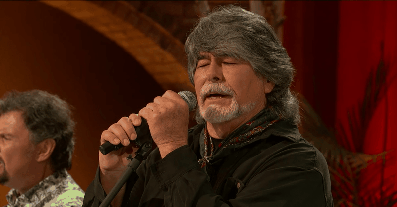 'The Old Rugged Cross' – Beautiful Live Performance from Alabama