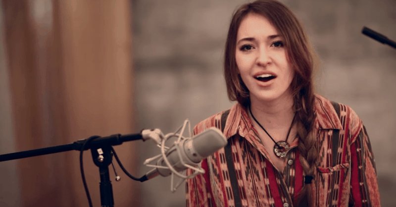 """Intimate Version of """"In Christ Alone"""" by Lauren Daigle"""