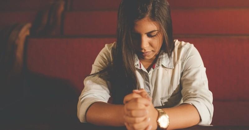 woman praying, thankful for unanswered prayers