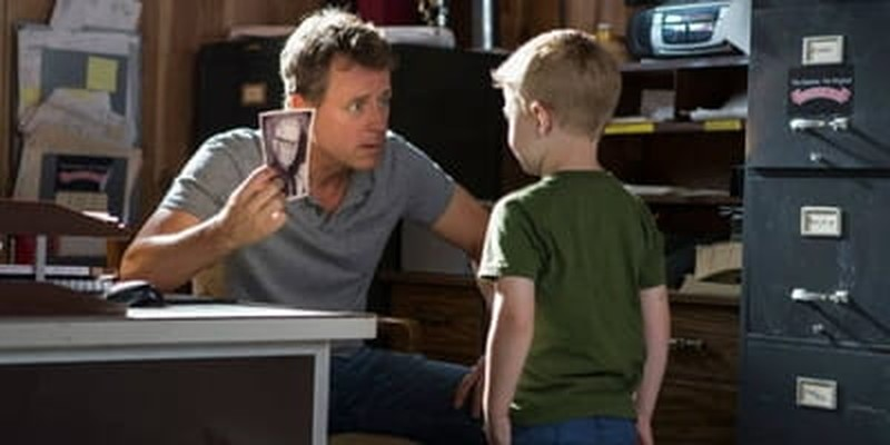 Greg Kinnear Channels His Inner Everyman in <i>Heaven is for Real</i>