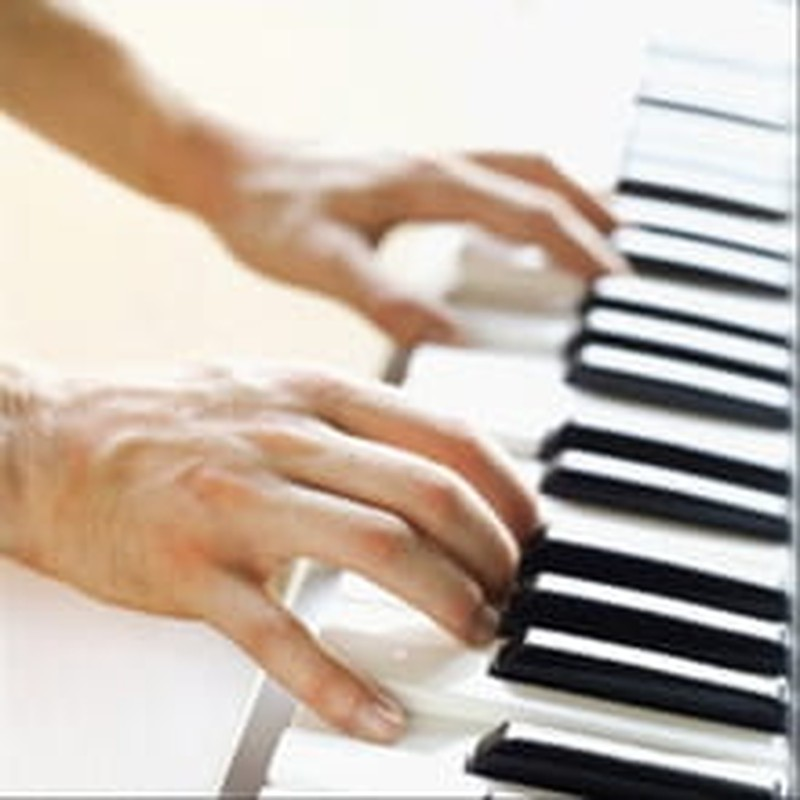 """Street Pianos: The """"Play Me I'm Yours"""" Project"""