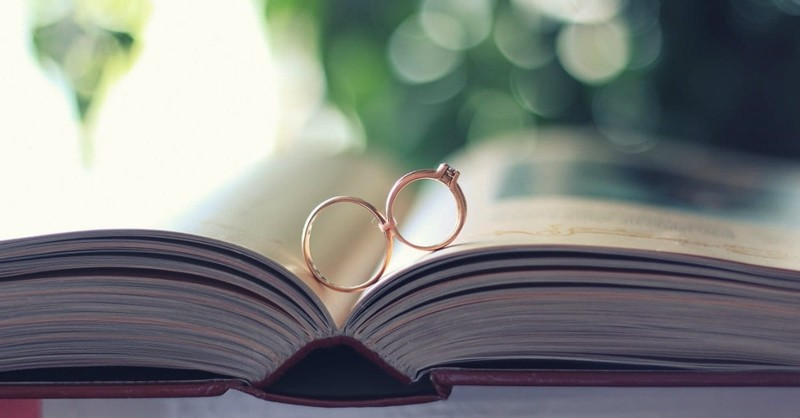 10 Scripture Verses to Read at a Wedding