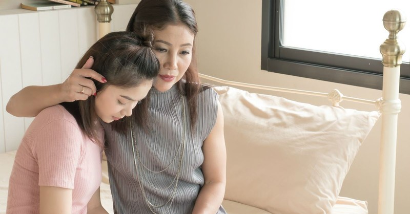 4 Warning Signs Your Daughter Has Anxiety