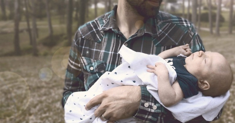 10 Ways New Dads Can Foster a Relationship with Their Child
