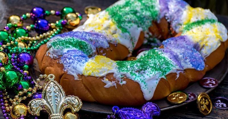 fat tuesday mardi gras king cake