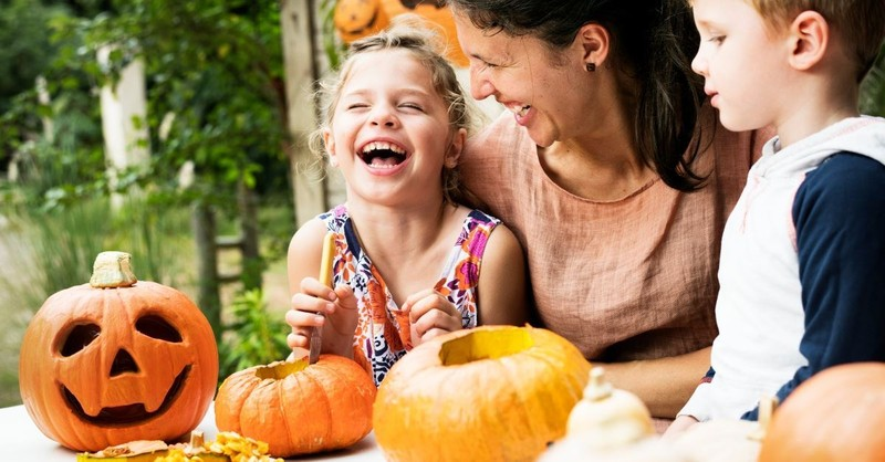 6 Ways Your Family Can Be a Light This Halloween