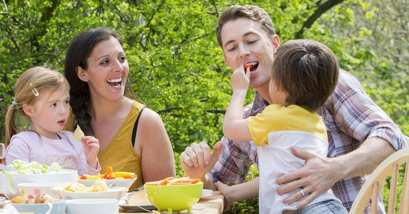 Why Is It Important for People to Eat Together?