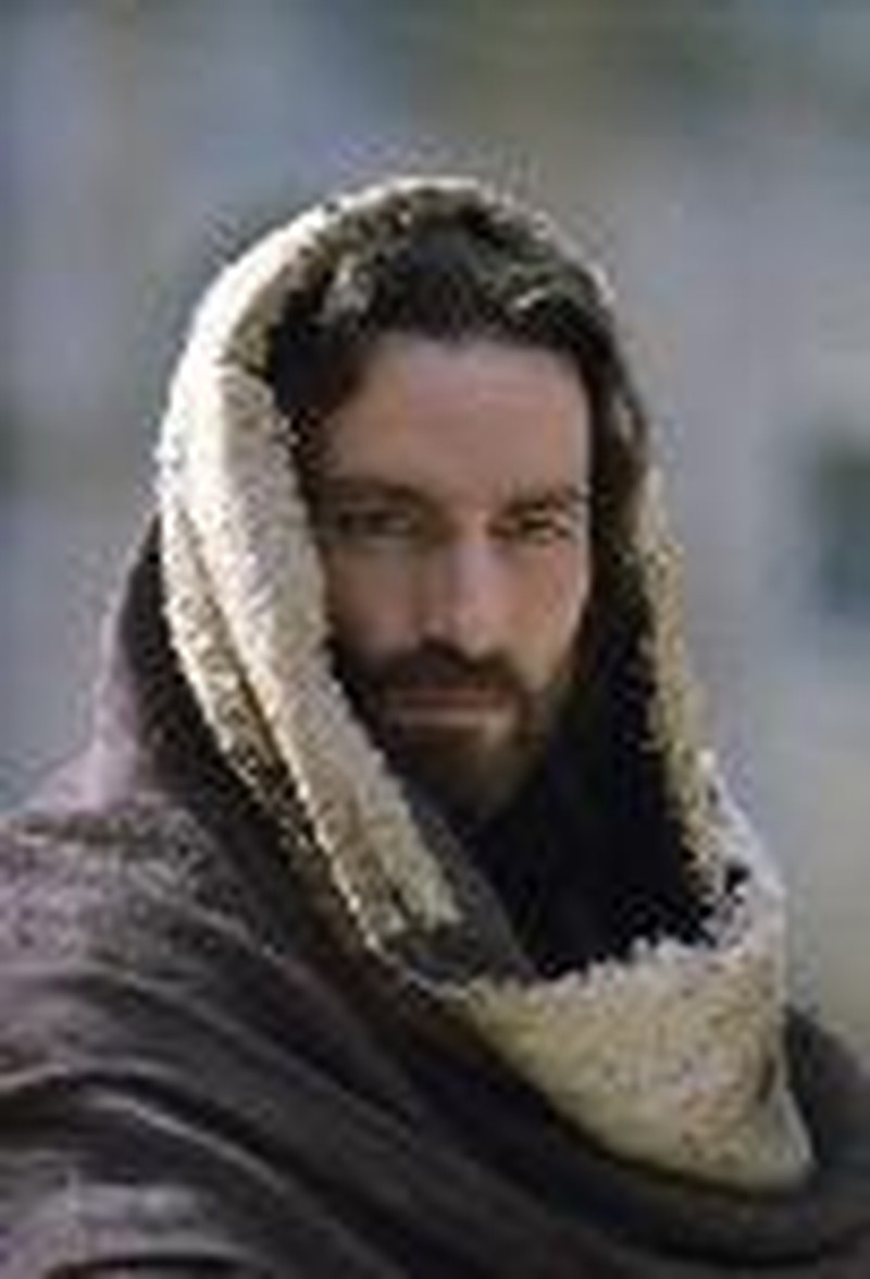 Jim Caviezel Speaks to Broadcasters about Playing Jesus