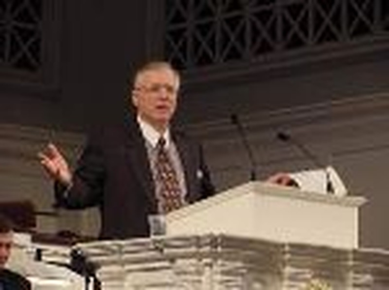 Erwin Lutzer, Other Apologists, to Defend Truth in America