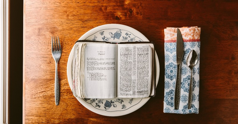 Bible on a plate turned to Daniel