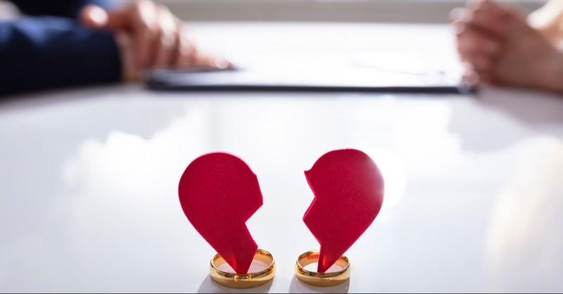 Broken heart in two wedding rings
