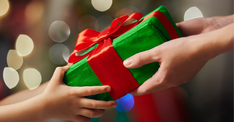 People exchanging gifts, Don't let COVID-19 ruin Christmas