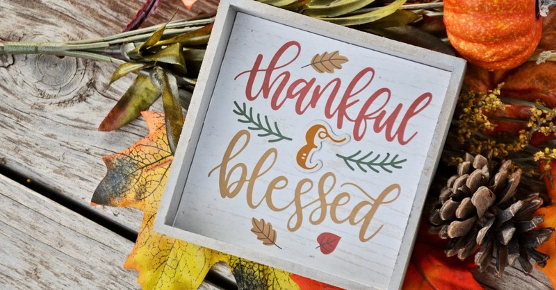 Artsy sign that says thankful and blessed