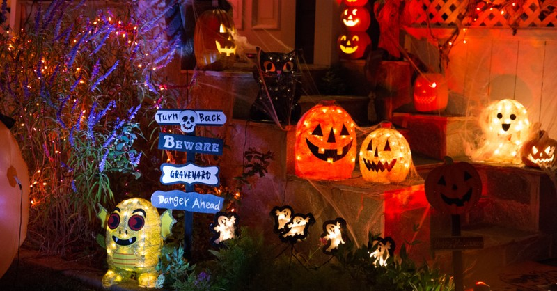 A house decorated for Halloween, Neighbors decorate grieving mother's house for Halloween