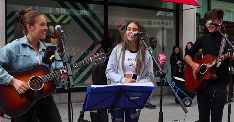 Beautiful 'Hallelujah' Performance from Teen Street Buskers