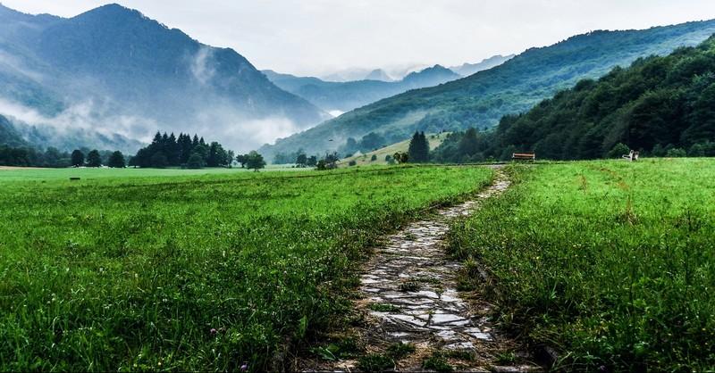 Path to a mountain