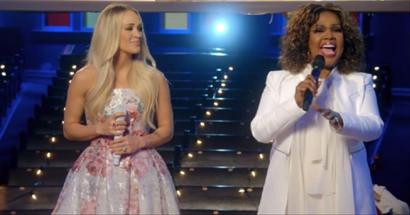 Carrie Underwood and Cece Winans singing on stage