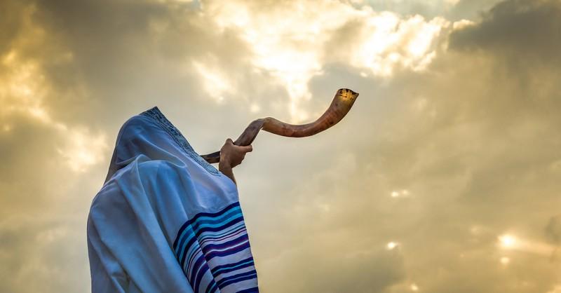 man blowing a shofar, battle of Jericho