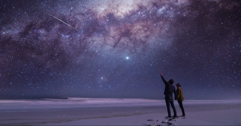 Couple pointing to the stars