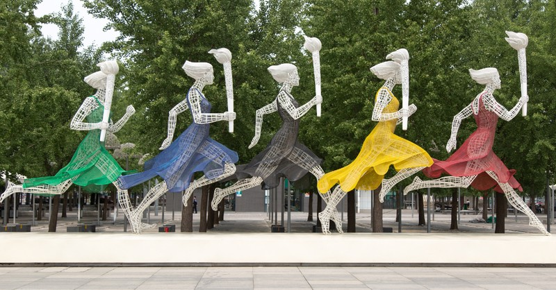 statue of runners in the olympics