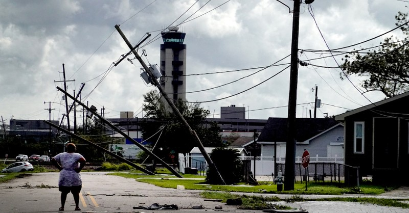 Hurricane Ida, Ida knocks the power out of all of New Orleans and kills one person