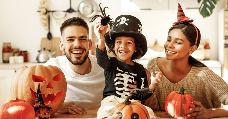 halloween family dress up celebrate costume carve pumpkins