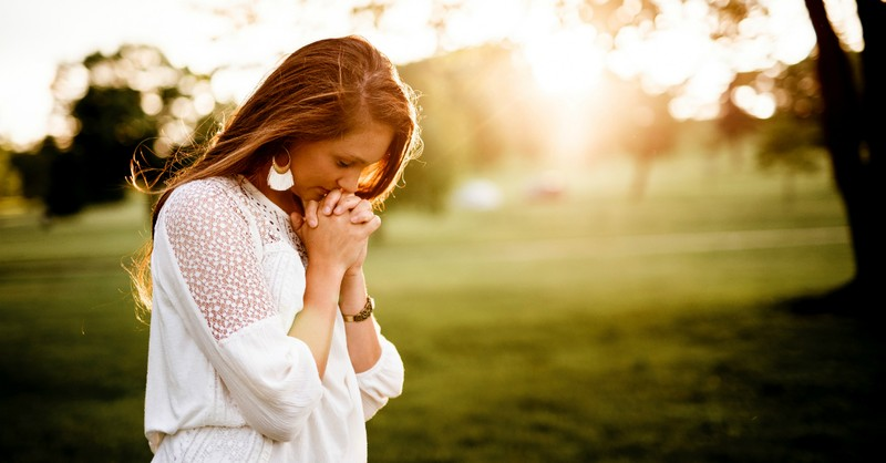 woman praying outside with sun shining, what to do when God calls you to do something