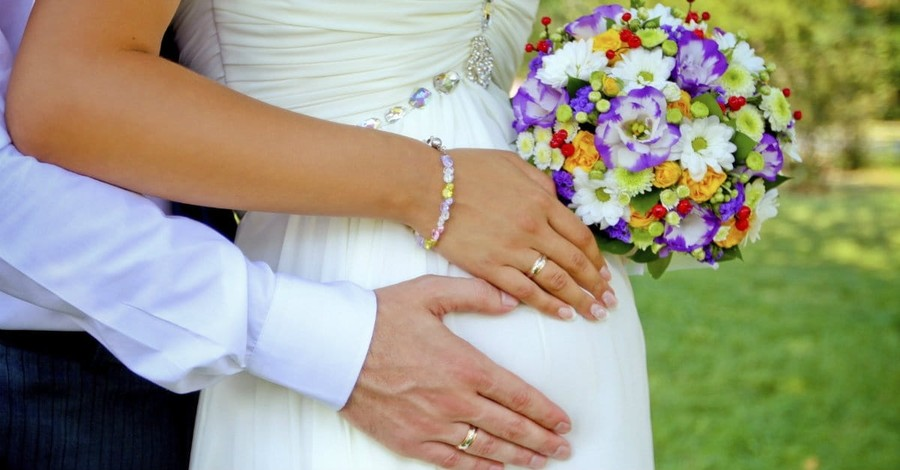 Should Pastors Follow Pope Francis and Marry Cohabiting Couples?