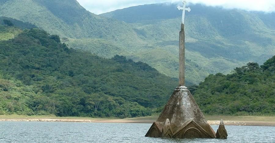 Divers Begin Construction on World's First Underwater Church