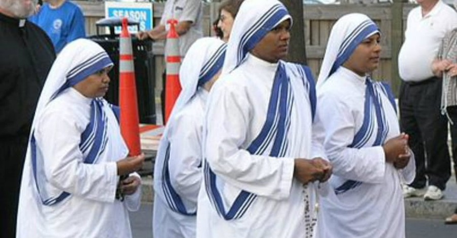 Mother Teresa's Catholic Charity in India Puts all Adoptions on Hold to Avoid Gay Parents