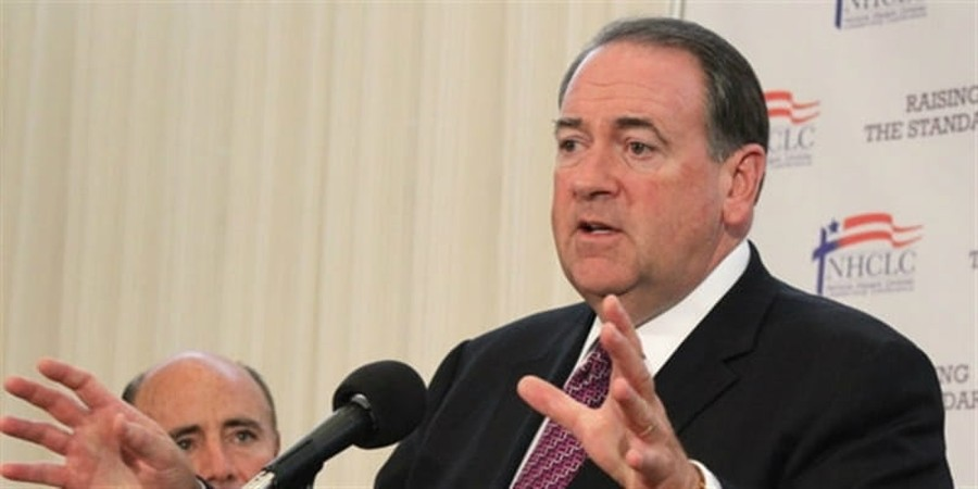 Mike Huckabee: Gun Dealers Should Not Comply with Obama's Gun Control Policies