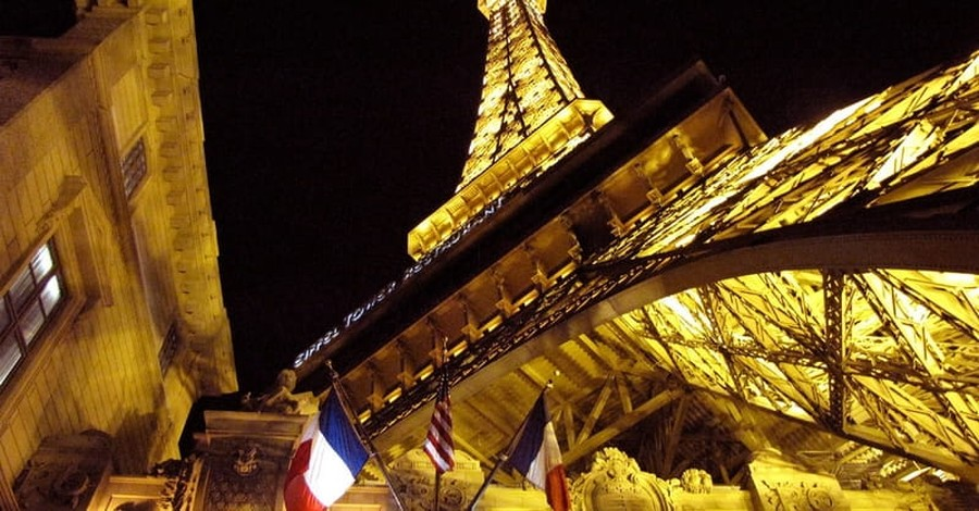 Buildings Across U.S. Show Support for France