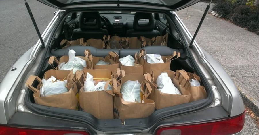 Police Officers Buy Elderly Man in Need $160 Worth of Food
