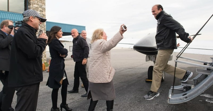 Franklin Graham Greets Saeed Abedini as He Returns to U.S.