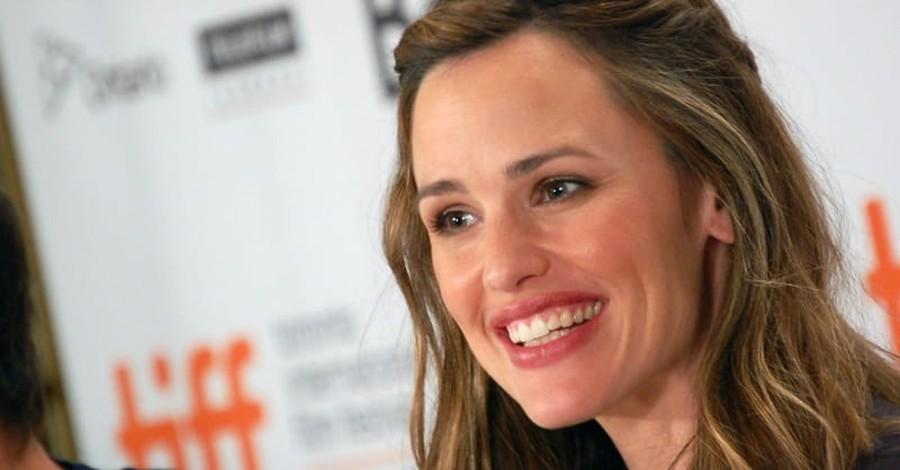 Actress Jennifer Garner Returns to Her Childhood Faith