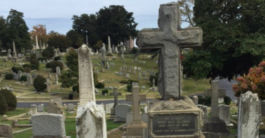 Should Christians Cremate or Bury Their Dead?