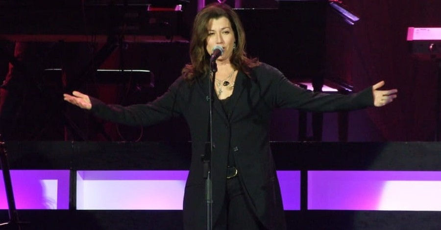 LifeWay Stores Will Not Sell Amy Grant's New Christmas Album