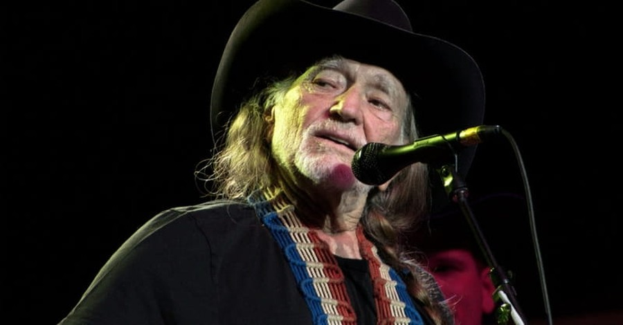 The Touching Story Behind Willie Nelson's Christmas Song 'Pretty Paper'