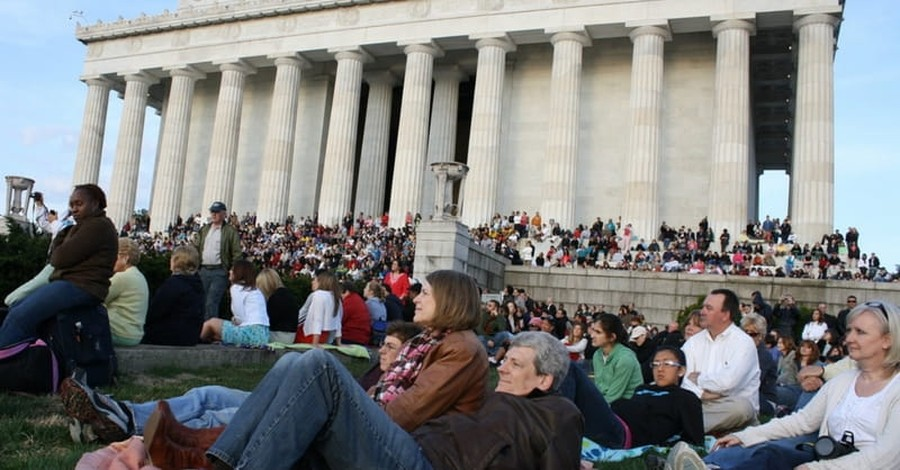 Thousands of Christians Gathered at Lincoln Memorial to Celebrate Christ's Resurrection